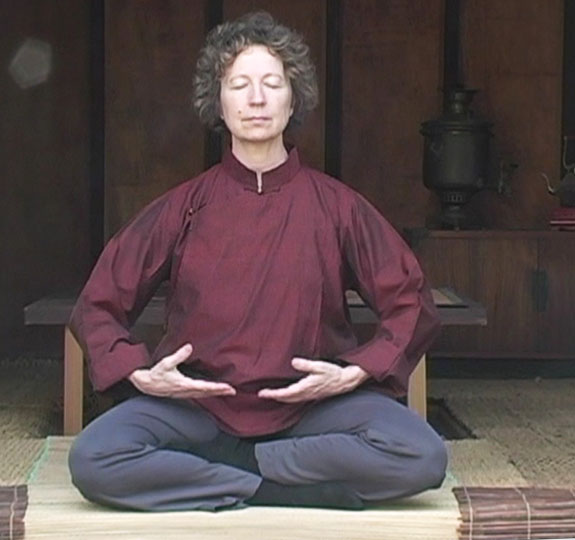 Narrye Caldwell performs Qigong